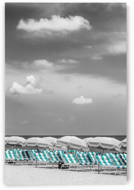 Idyllic beach scene | turquoise color pop by Melanie Viola