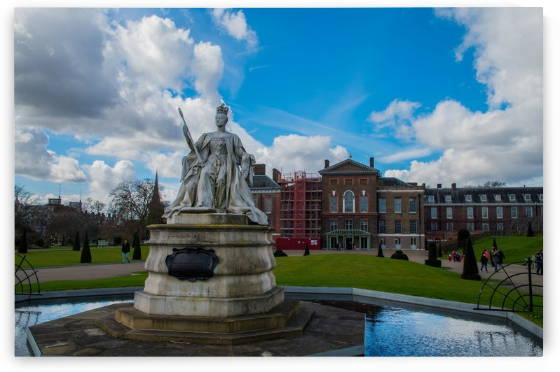 Queen Victoria Statue by Bunnoffee Photography