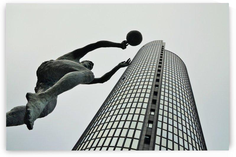 Drazen Petrovic statue  by Alen Gurovic