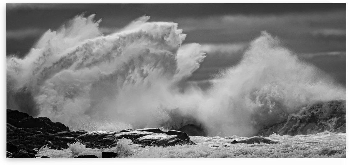 High seas at Port Bickerton by Jimmie Pedersen