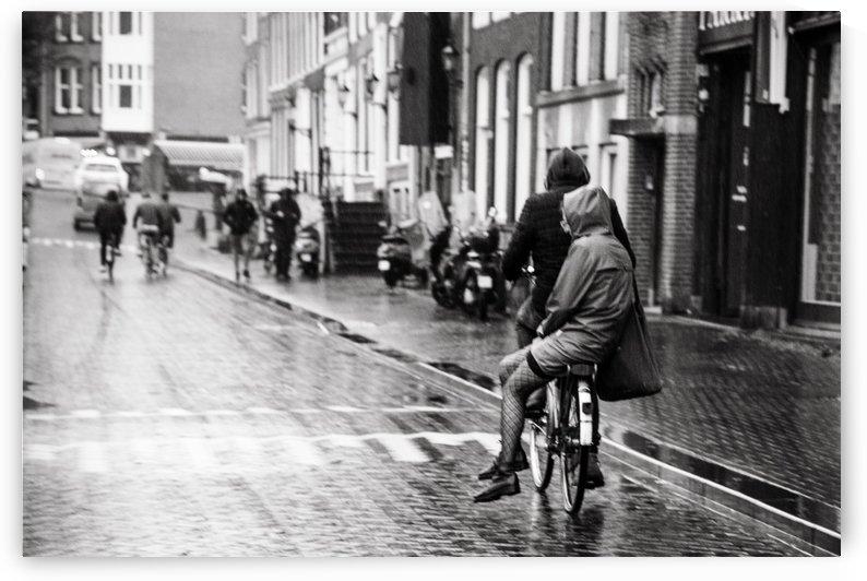 Couple in the rain by Sebastian Dietl