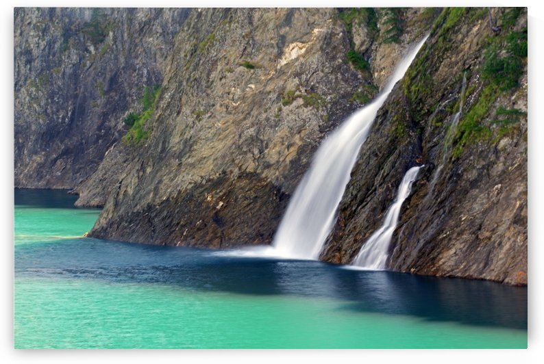 Small waterfalls by Luigi Girola