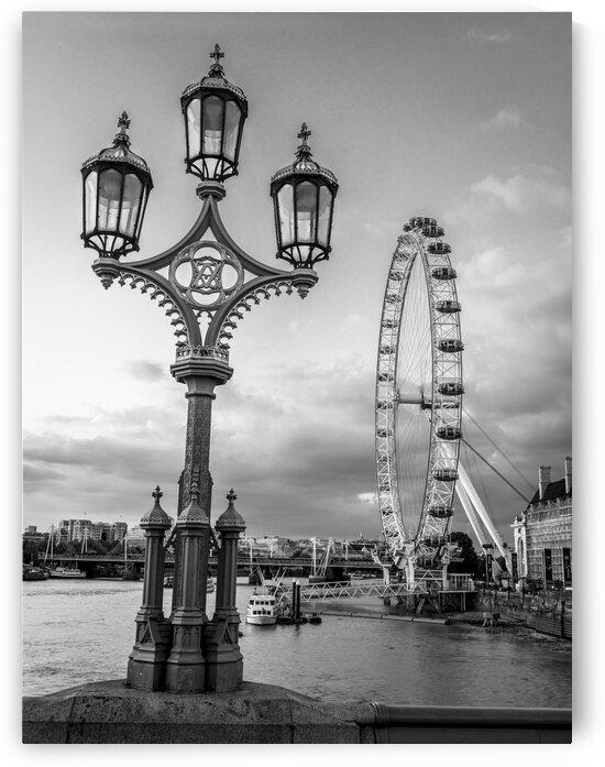 Street lamp with London Eye, London, UK by Assaf Frank