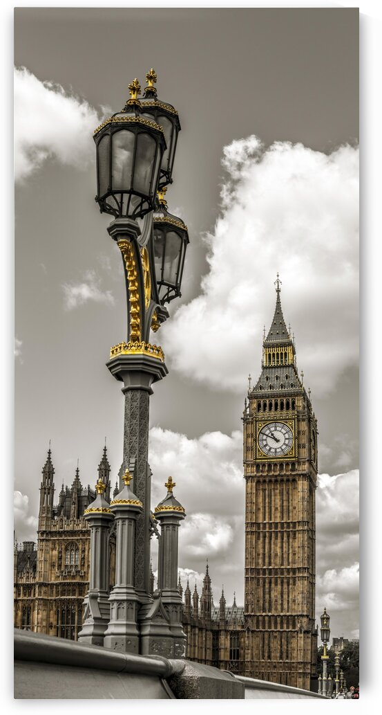 Street lamp with Big Ben in background, London, UK by Assaf Frank