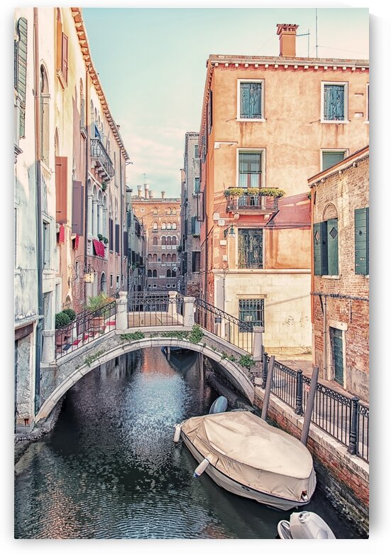 Venice canal by Manjik Pictures