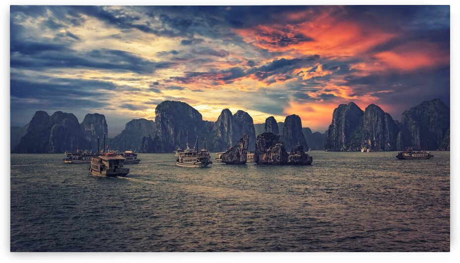 Halong Bay by Manjik Pictures