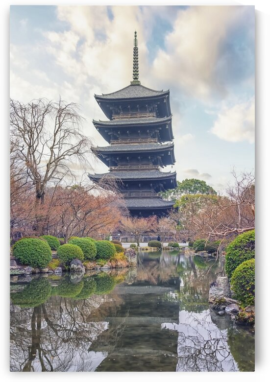 To-ji temple by Manjik Pictures