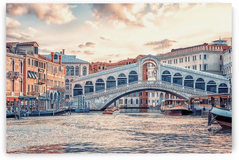Ponte di Rialto by Manjik Pictures