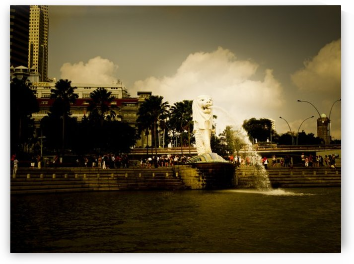 Merlion of Singapore by Lpulitude