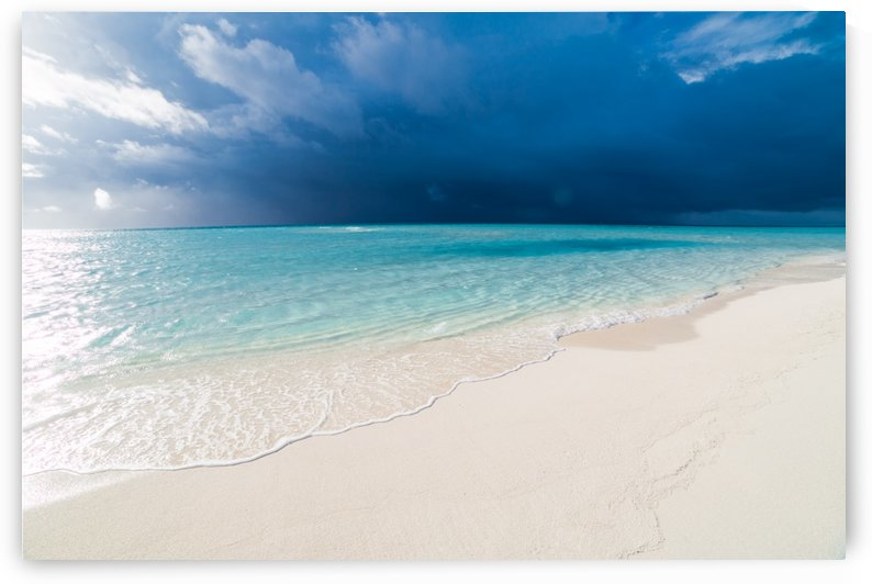 Amazing beach in Maldives, summer travel by Levente Bodo
