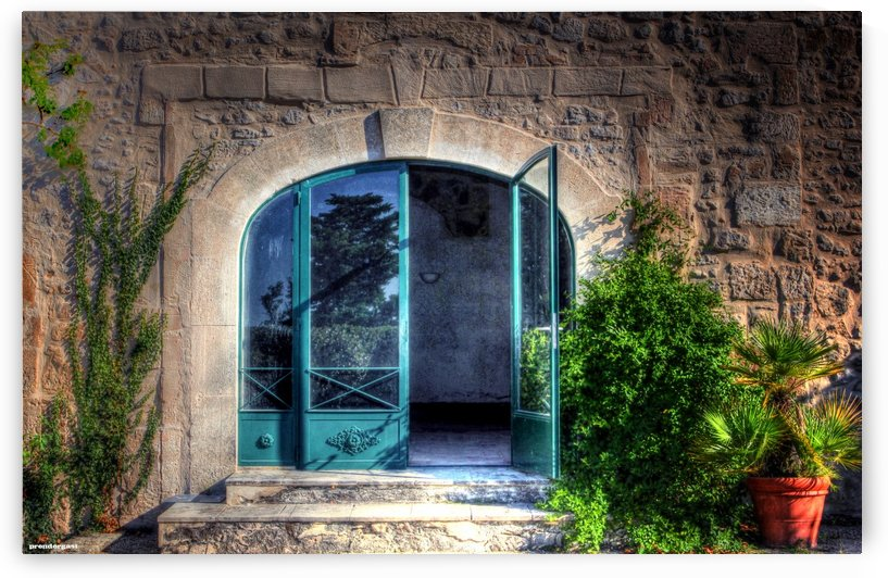 Doors in Provence France by tom Prendergast