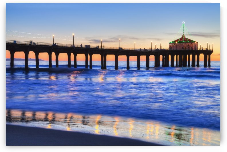 Manhattan Beach Pier at sunset, completed in 1920, Roundhouse Marine Studies Lab and Aquarium (octagonal building, end of pier); Manhattan Beach, California, United States of America by PacificStock
