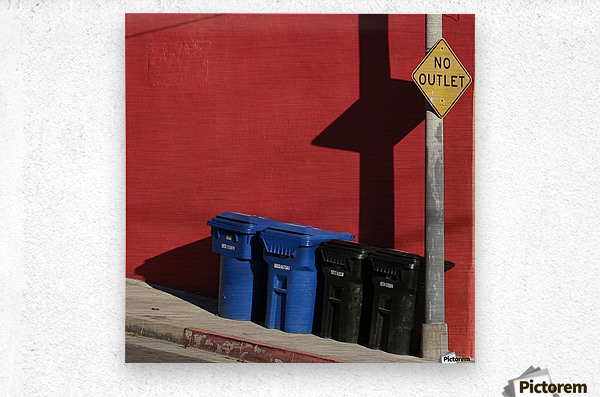 No Outlet   Metal print