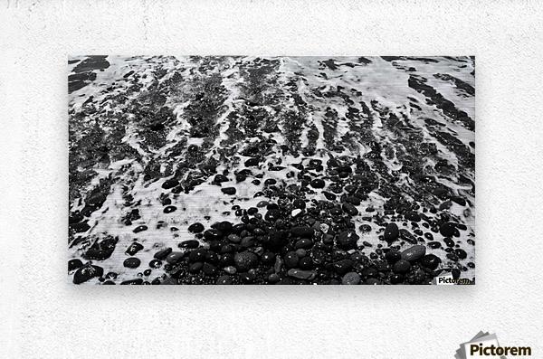 Beach rocks black and white metal print