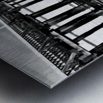 Dark Pier Impression metal
