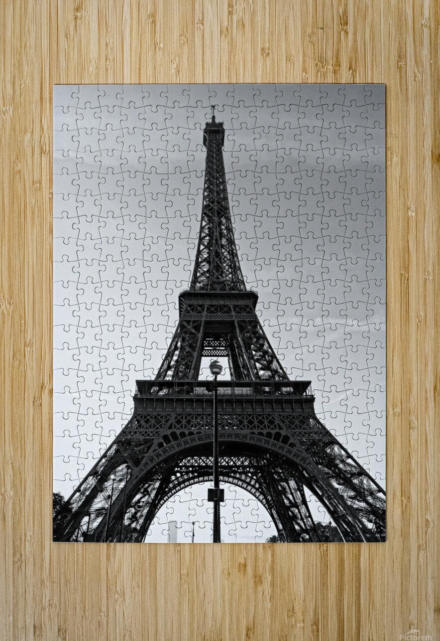 Eiffel tower in black   Impression métal HD avec cadre flottant sur le dos