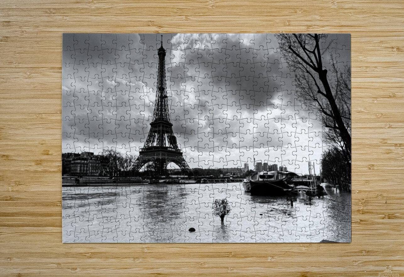 Eiffel tower flood  Impression métal HD avec cadre flottant sur le dos