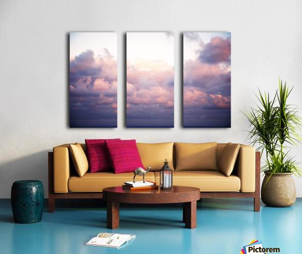 Cumulous pink clouds over horizon; Aina Haina, Oahu, Hawaii, United States of America Split Canvas print