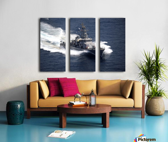 The cyclone-class coastal patrol ship USS Firebolt transits the Arabian Gulf. Split Canvas print