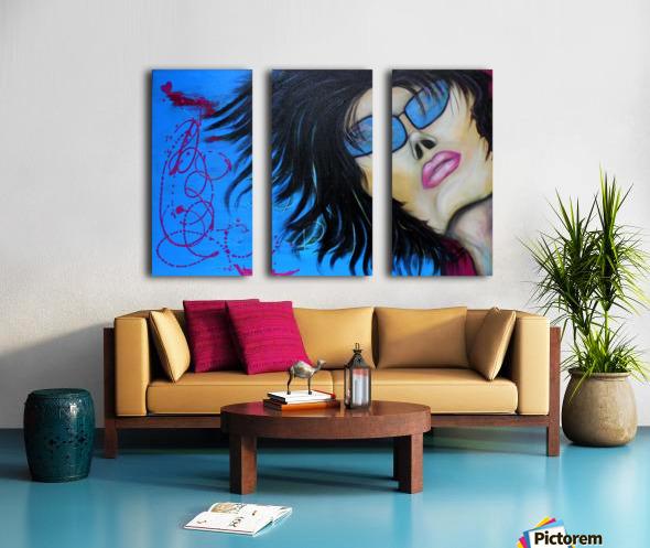 La femme a lunette sous le ciel Bleu Split Canvas print