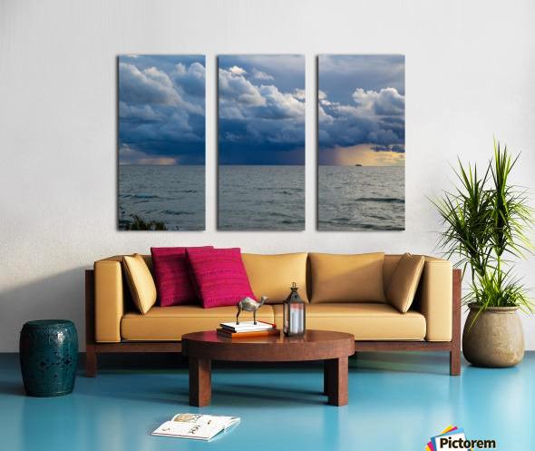 T Storm ap 2431 Split Canvas print