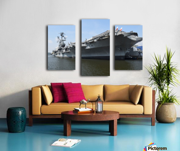 THE INTREPID, NEW YORK Canvas print