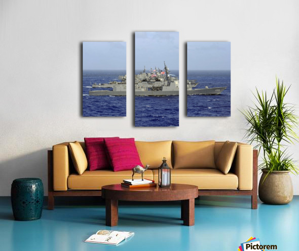 JDS Atago sails in formation with U.S. Navy and Japan Maritime Self Defense Force ships. Canvas print
