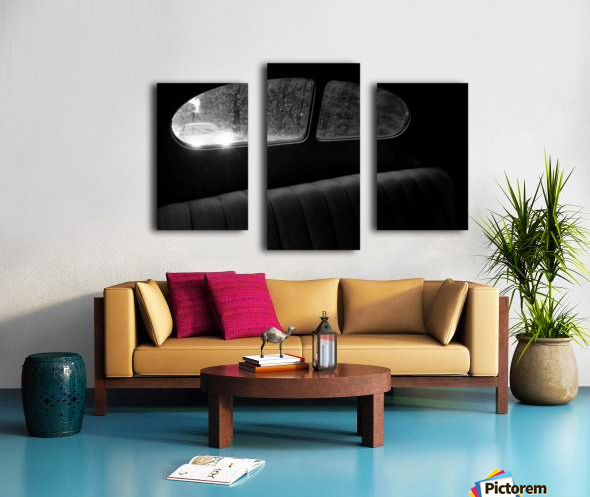 Coming from behind. Canvas print