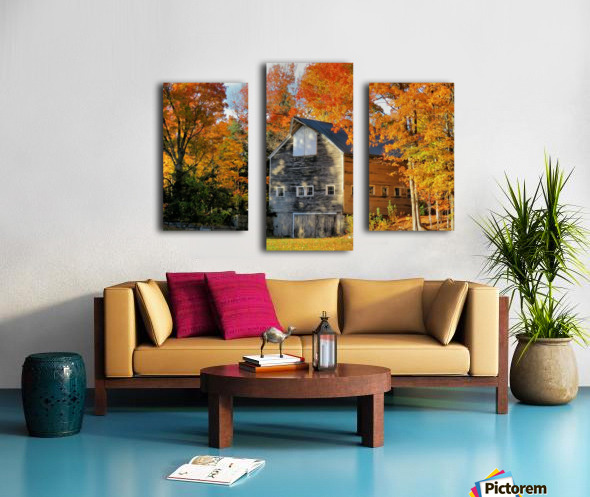 Barn in Autumn Canvas print