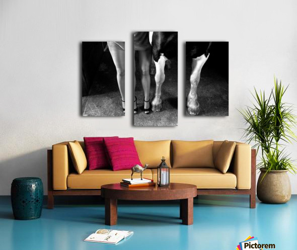 to cool one's heels Canvas print