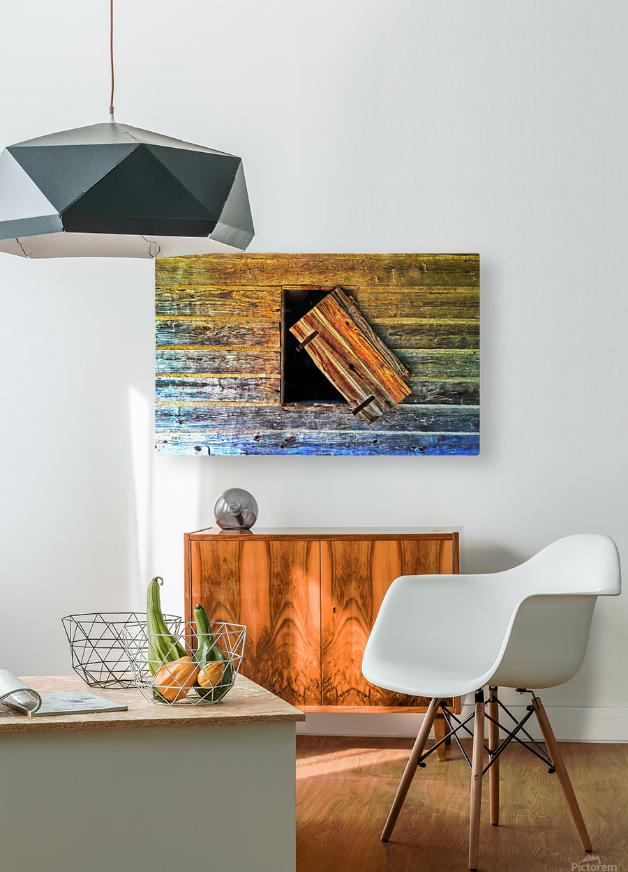 Hanging on  HD Metal print with Floating Frame on Back