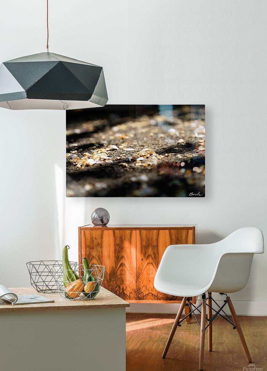 Confettis sur bitume  Impression métal HD avec cadre flottant sur le dos