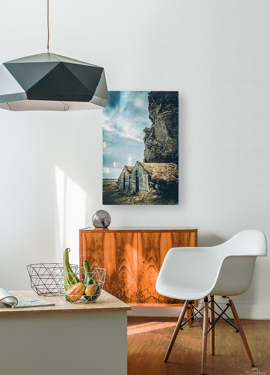 Turf Houses  Impression métal HD avec cadre flottant sur le dos