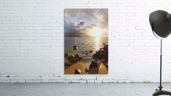 Hawaii, Kauai, Hanalei Bay, Dramatic sunset over ocean from beach.