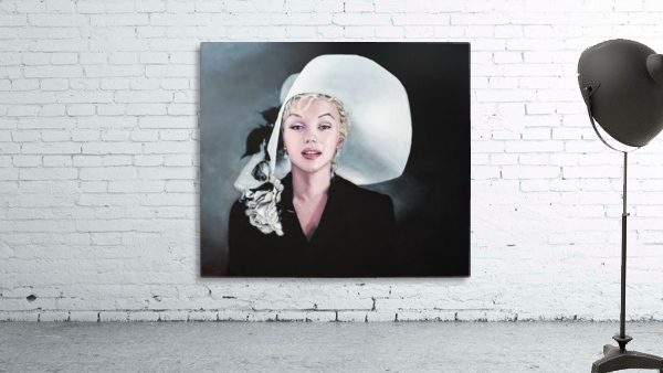 Marilyn with white hat