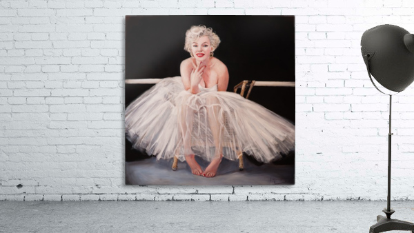 Marilyn ballerina sitting
