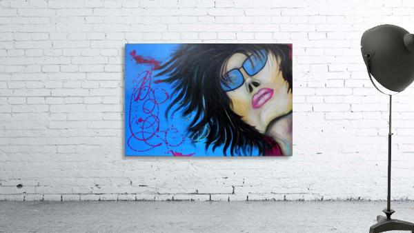 La femme a lunette sous le ciel Bleu