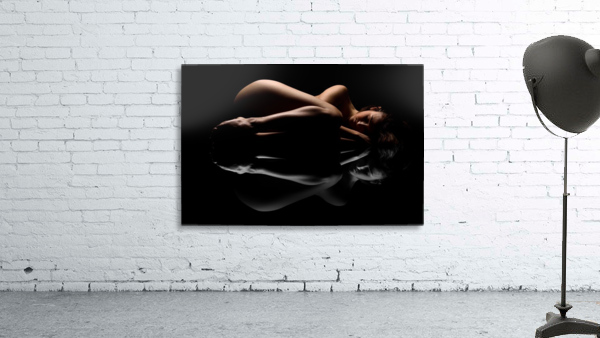 nude_woman_fine_art_laying_down_naked