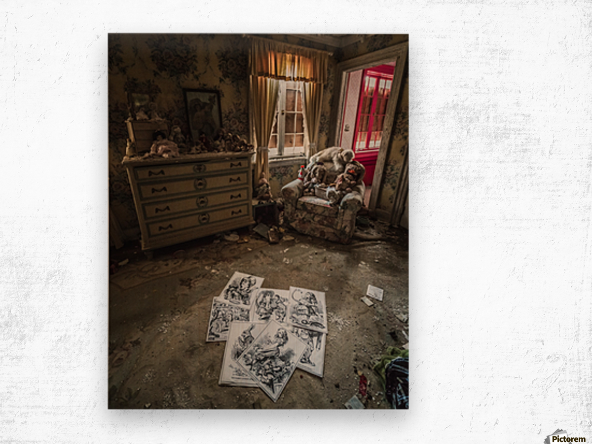Abandoned Alice In Wonderland Room Wood print