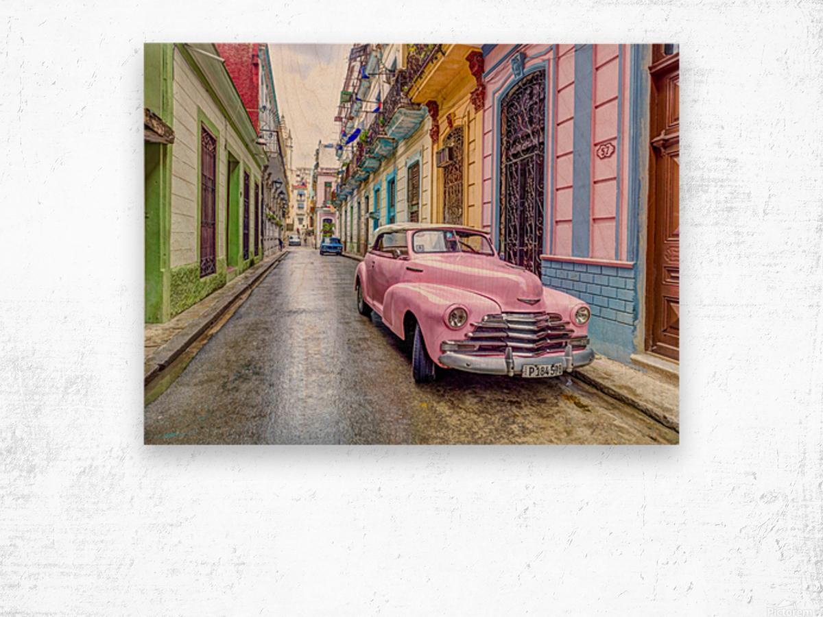 Vintage car on street of Havana, Cuba Wood print