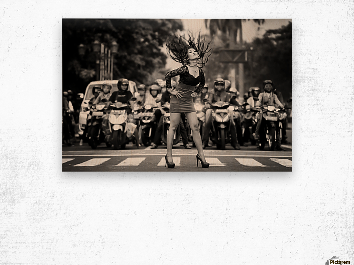 ignore it, enjoy poses on the streets Wood print