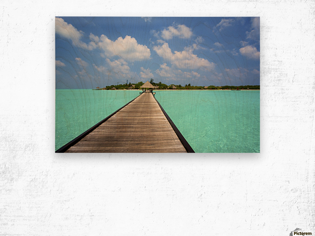 Jetty with cabana over crystal clear turquoise sea, Maldives Wood print